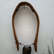 Antigüedades: CENCERRO CON ARCO DE MADERA. Lote 140906798