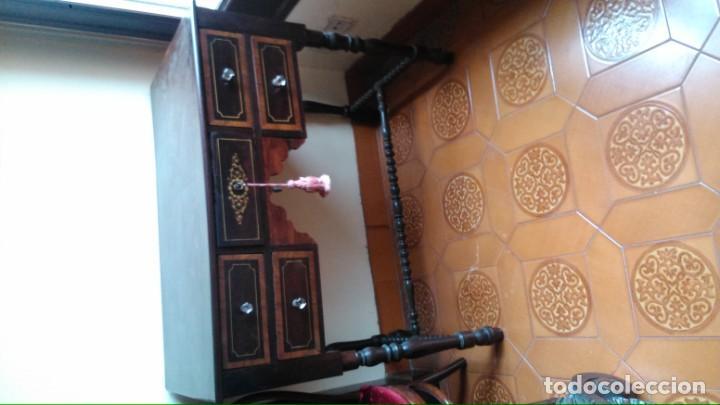 MESA DE DESPACHO/ESCRIBANÍA ANTIGUA EN MUY BUEN ESTADO DE MADERAS NOBLES CON MARQUETERÍA Y TIRADORES (Antigüedades - Muebles Antiguos - Mesas de Despacho Antiguos)
