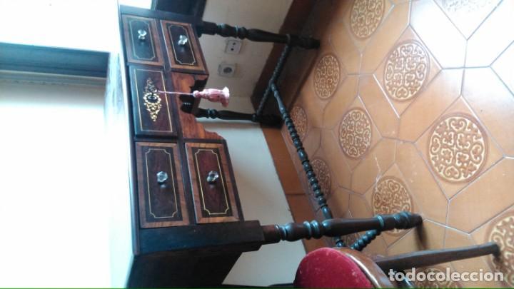 Antigüedades: Mesa de despacho/escribanía antigua en muy buen estado de maderas nobles con marquetería y tiradores - Foto 2 - 140931622