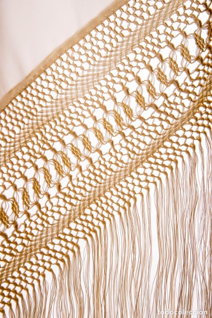 Antigüedades: Mantón de Manila de seda natural bordado con fleco anudado a mano (GQ72) - Foto 3 - 140978422