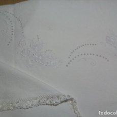 Antigüedades: * MANTEL DE CREP BORDADO A MANO .2,05MX1,45M. (RF:E5/H). Lote 140979274