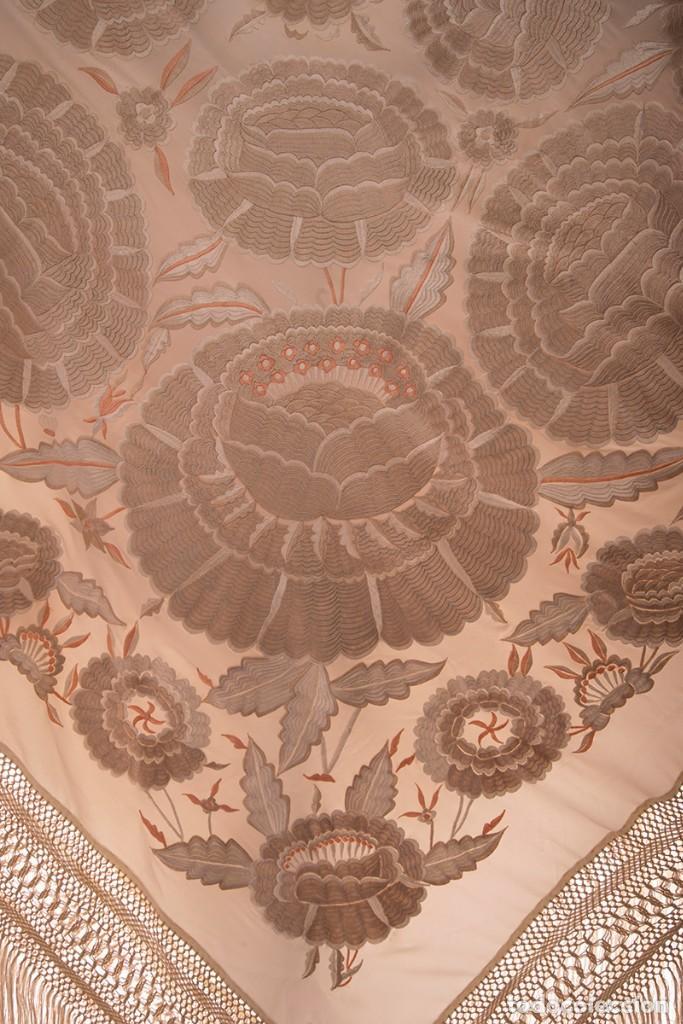 Antigüedades: Mantón de Manila de seda natural bordado con fleco anudado a mano (GQ75) - Foto 2 - 140979322