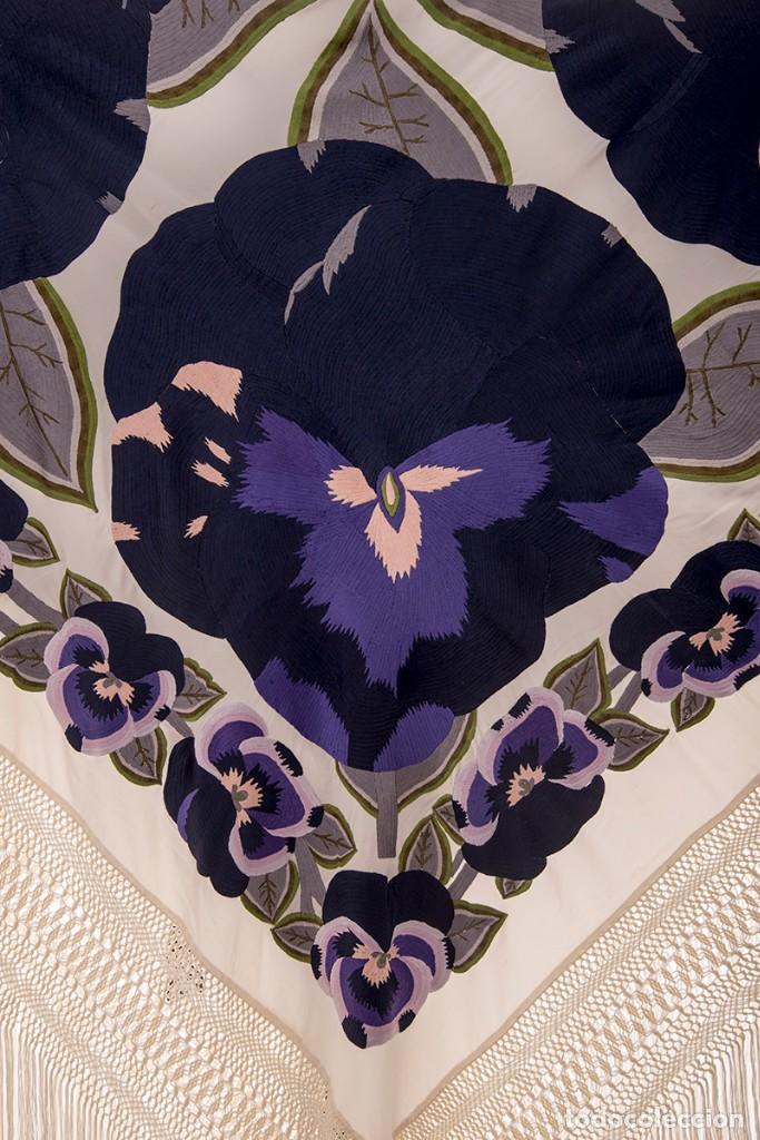Antigüedades: Mantón de Manila de seda natural bordado con fleco anudado a mano (GQ76) - Foto 2 - 140979894