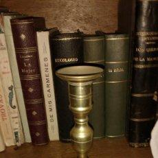 Antigüedades: ANTIGUO PORTAVELAS DE BRONCE O LATÓN. Lote 140993342