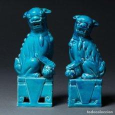 Antigüedades: PAREJA DE QUIMERAS CHINAS EN PORCELANA ESMALTADA COLOR AZUL - MEDIDAS 15,5*7*4. Lote 141002674