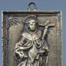 Antigüedades: PORTAPAZ EN BRONCE DORADO CINCELADO SAN FRANCISCO FINALES SIGLO XVII PRINCIPIOS XVIII. Lote 141035350