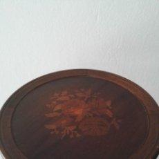 Antigüedades - Mesa auxiliar de marquetería, bonito trabajo. - 141114854