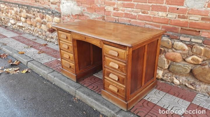 Antigüedades: Escritorio americano de roble. Mesa de despacho antigua estilo americano. Escritorio antiguo - Foto 3 - 141136634