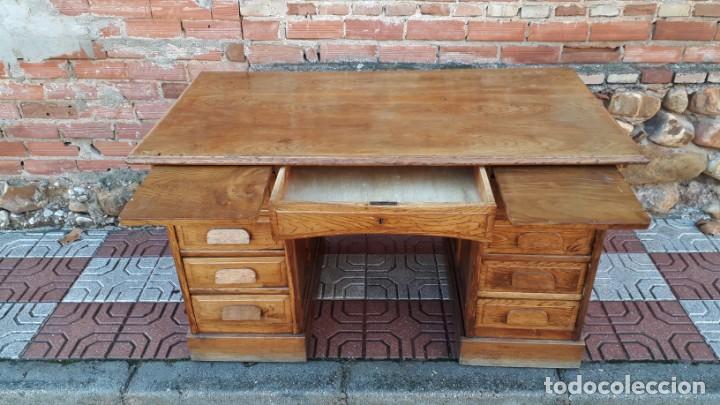 Antigüedades: Escritorio americano de roble. Mesa de despacho antigua estilo americano. Escritorio antiguo - Foto 7 - 141136634