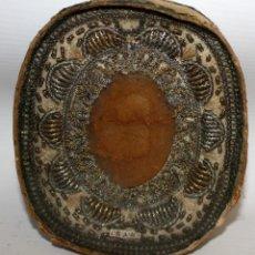 Antigüedades: GRAN RELICARIO CON MEDALLON CENTRAL DE CERA. SIGLO XVIII - XIX. 13 X 11 CM.. Lote 141206830
