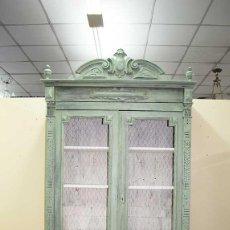 Antigüedades: ANTIGUA VITRINA DE MADERA DECAPADA . Lote 141229042