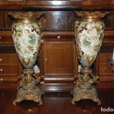 Antigüedades: ESPECTACULAR PAREJA DE JARRONES DE PORCELANA Y BRONCE. Lote 141239166