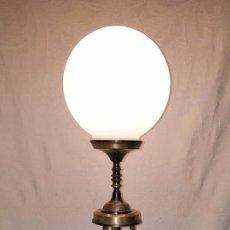 Antigüedades: LAMPARA DE SOBREMESA DE BRONCE PLATEADO. Lote 141296346
