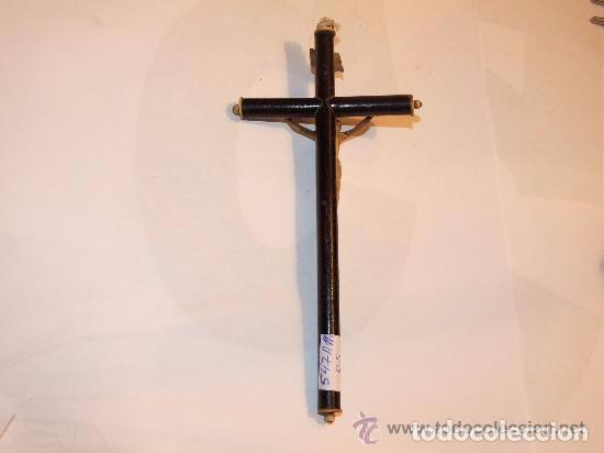 Antigüedades: CRISTO DE TALLA DE HUESO EN CRUZ DE MADERA, S. XIX - Foto 3 - 141296954