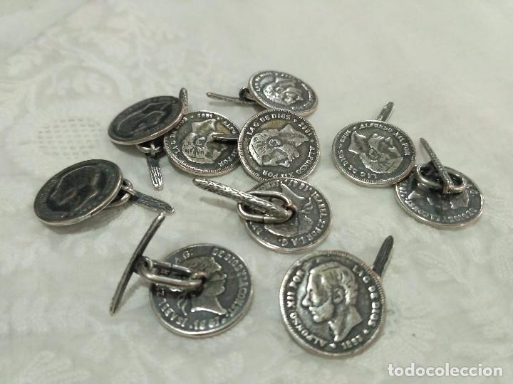 Antigüedades: Botones plateados de Alfonso XII e Isabel II. 2 cm. - Foto 2 - 141504294