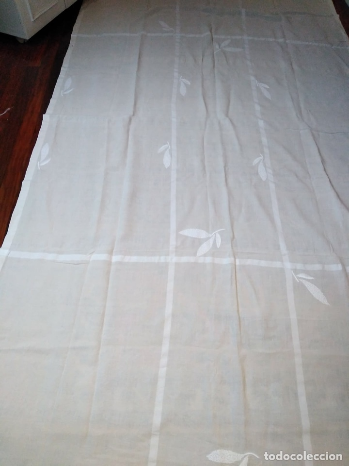 Antigüedades: Antiguo mantel y servilletas de hilo bordado a mano - Foto 2 - 141537717