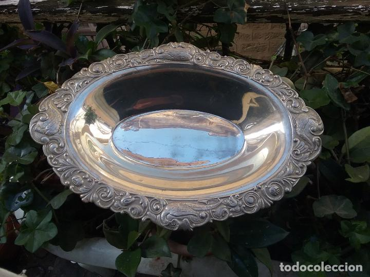 Antigüedades: gran bandeja honda metal faisanes labrado centro de mesa , ideal cultos virgen semana santa capilla - Foto 7 - 141544322