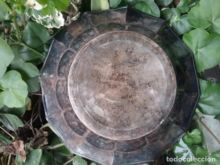 Antigüedades: bandeja redonda honda metal plateado centro mesa ideal cultos virgen semana santa capilla - Foto 9 - 141546938