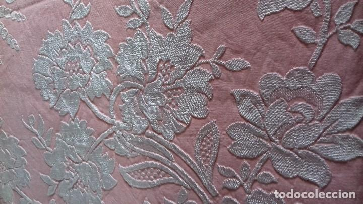 Antigüedades: ANTIGUA COLCHA ROSA DE FLORES BLANCAS. - Foto 4 - 141554734