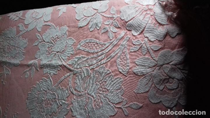 Antigüedades: ANTIGUA COLCHA ROSA DE FLORES BLANCAS. - Foto 6 - 141554734
