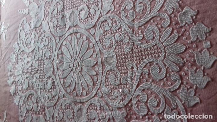 Antigüedades: ANTIGUA COLCHA ROSA DE FLORES BLANCAS. - Foto 14 - 141554734