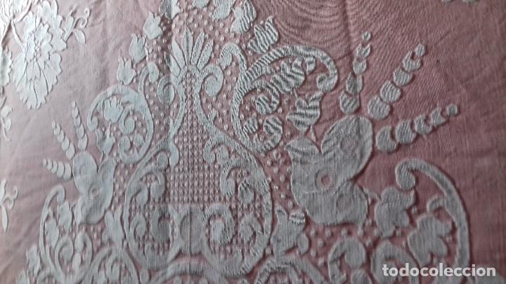Antigüedades: ANTIGUA COLCHA ROSA DE FLORES BLANCAS. - Foto 15 - 141554734