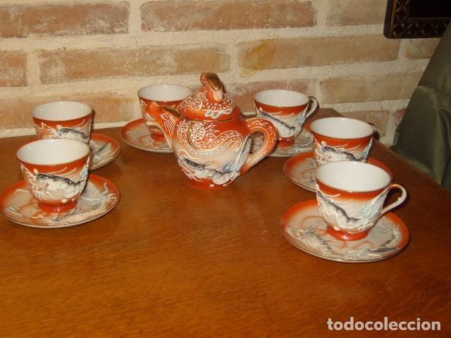 JUEGO DE CAFE O TE DE PORCELANA JAPONESA EIHO.DIBUJOS EN RELIEVE. (Antigüedades - Porcelana y Cerámica - Japón)