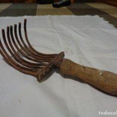 Antigüedades: RECOGEDOR DE ACEITUNAS SIGLO XIX. Lote 141574058