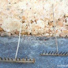 Antigüedades: 2 RASTRILLOS ANTIGUOS MUY BIEN CONSERVADOS - APEROS DE LABRANZA. Lote 141583466