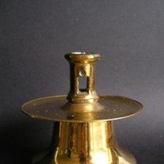 Antigüedades: CANDELERO DE CARRETE. LATÓN. 8,5 CM. . Lote 141586722