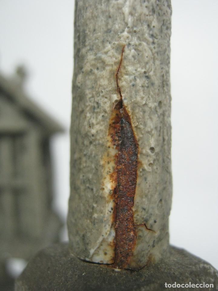 Antigüedades: 38 cm - Horreo y Cruceiro Cruz con peana - Galicia - Camino de Santiago - Foto 9 - 141597734