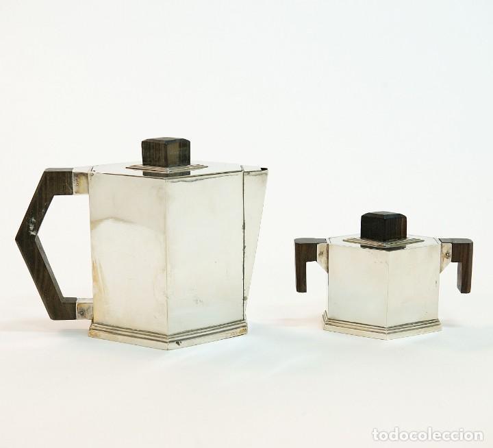 Antigüedades: Conjunto de jarra de cafe y te, y azucarera Art deco en metal plateado y punzonado. - Foto 2 - 141664822