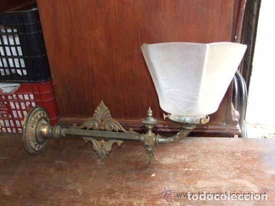 LAMPARA,APLIQUE BRONCE CON TULIPA MODERNISTA, DE GAS (Antigüedades - Iluminación - Apliques Antiguos)