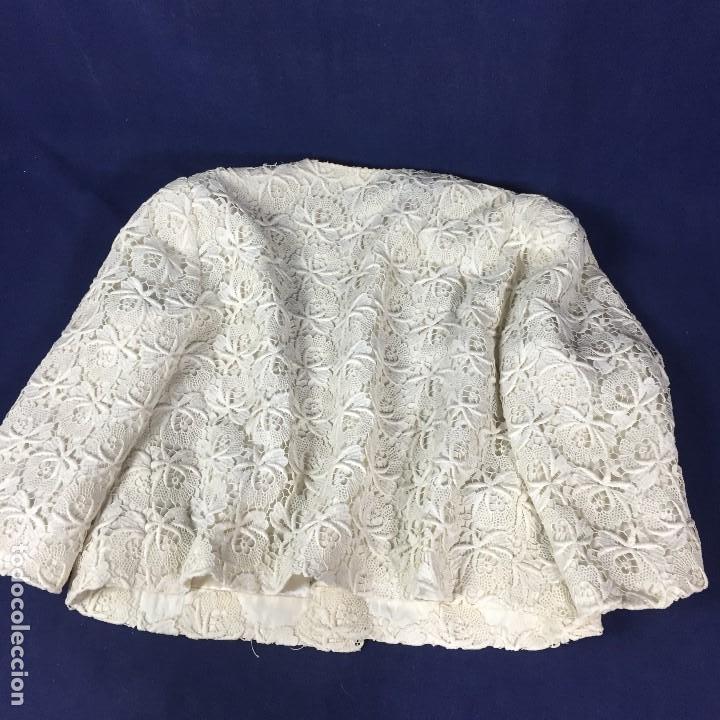 Antigüedades: chaqueta torera encaje guipur raso seda vintage blanco roto manga tres cuartos ceremonia años 50 - Foto 2 - 141662874
