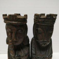 Antigüedades: ANTIGUOS SUJETA LIBROS REYES CATÓLICOS EN MADERA. Lote 141691189