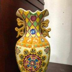 Antigüedades: JARRON CERAMICO ORIENTAL CON SELLO DE CHINA - MEDIDA 38 CM. Lote 141693722