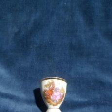 Antigüedades: HUEVERA PARA HUEVOS DE CODORNIZ EN PORCELANA LIMOGE. Lote 141702326
