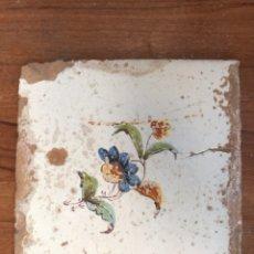 Antigüedades: AZULEJO VALENCIANO MOTIVO FLORAL. MEDIDAS:20X20 (SIGLO XVIII). Lote 141703906