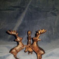 Antigüedades: FIGURA DE TRES CIERVOS POSIBLEMENTE BRONCE O HIERRO. Lote 141710386