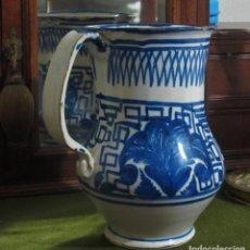 Antigüedades: JARRA DE CERÁMICA DE MANISES, DECORACIÓN GEOMETRICA Y VEGETAL. FIRMADA EN LA BASE POR EL ALFARERO. . Lote 141721778