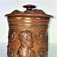Antigüedades: FRASCO CON TAPA. CERÁMICA DE REFLEJOS METÁLICOS. ESTILO ROMANO. MANISES. ESPAÑA. XIX-XX. Lote 141787502