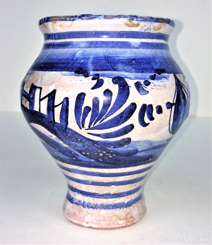 PEQUEÑO JARRÓN. CERÁMICA ESMALTADA EN AZUL. MANISES. ESPAÑA. XIX-XX (Antigüedades - Porcelanas y Cerámicas - Manises)