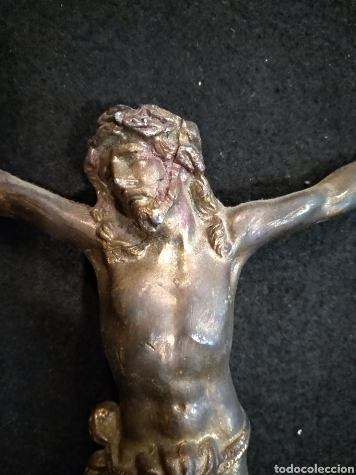 Antigüedades: Cristo de latón. 20 cm x 16cm - Foto 3 - 141803237