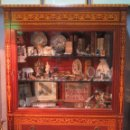 Antigüedades: GRAN VITRINA DE MADERAS NOBLES CON MARQUETERIA. POSIBLEMENTE HERRAIZ. Lote 141840218