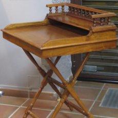 Antigüedades: ANTIGUO ESCRITORIO PORTATIL DE CAMPAÑA DE MADERA DE NOGAL. FINALES SIGLO XIX-PPIOS. S. XX. Lote 141841718