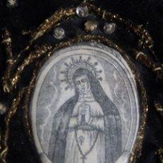 Antigüedades: ESCAPULARIO VIRGEN DE LA SOLEDAD SOBRE ESTAMPADO EN TELA Y PASAMANERÍA.. Lote 141853310