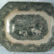Antigüedades: BANDEJA ANTIGUA DE PORCELANA-CARTAGENA SIGLO XIX-ESCENA DE CAZA. Lote 141878394
