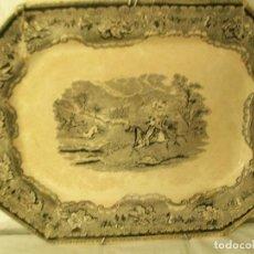 Antigüedades: BANDEJA ANTIGUA DE PORCELANA-CARTAGENA SIGLO XIX-ESCENA DE CAZA. Lote 141883534