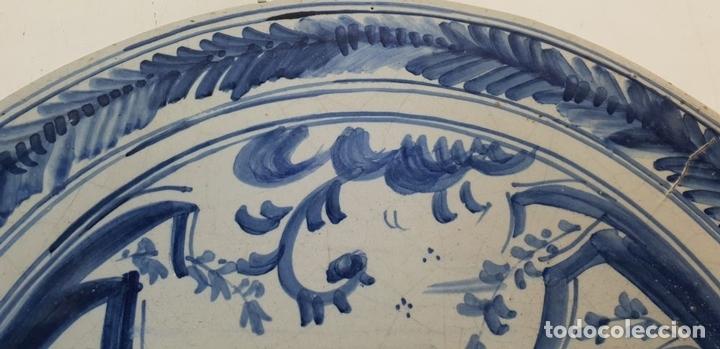 Antigüedades: PLATO DE CERÁMICA ESMALTADA. GOLONDRINAS. TALAVERA. SIGLO XX. - Foto 4 - 141896826