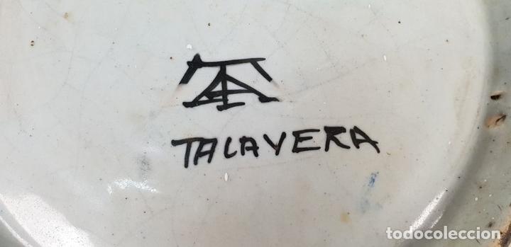 Antigüedades: PLATO DE CERÁMICA ESMALTADA. GOLONDRINAS. TALAVERA. SIGLO XX. - Foto 5 - 141896826